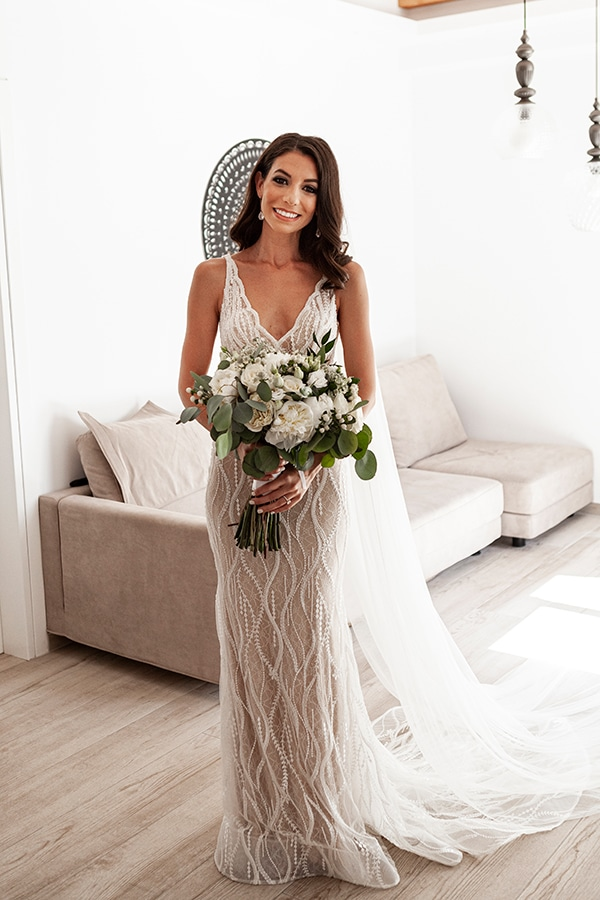 romantic-wedding-santorini-white-fresh-flowers-greenery_15