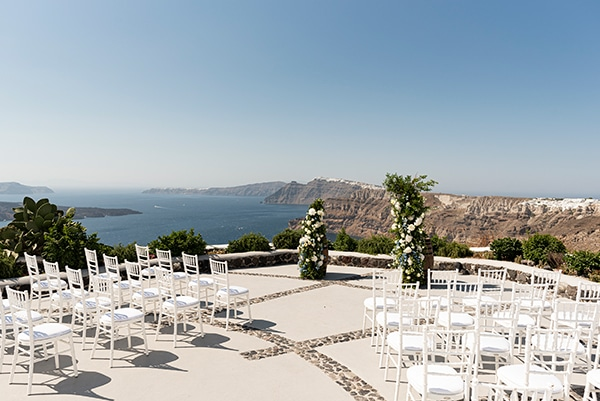 romantic-wedding-santorini-white-fresh-flowers-greenery_20