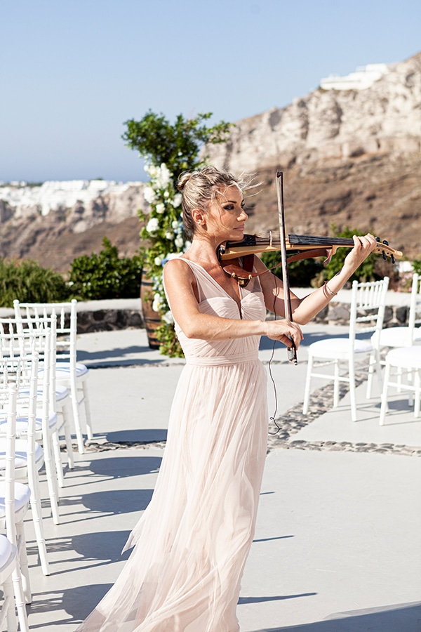 romantic-wedding-santorini-white-fresh-flowers-greenery_20x