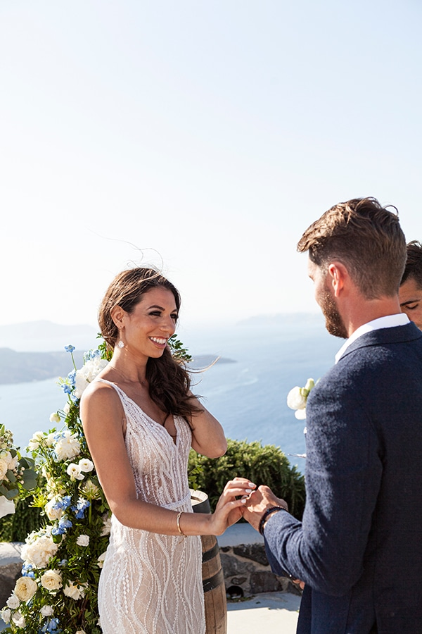 romantic-wedding-santorini-white-fresh-flowers-greenery_25