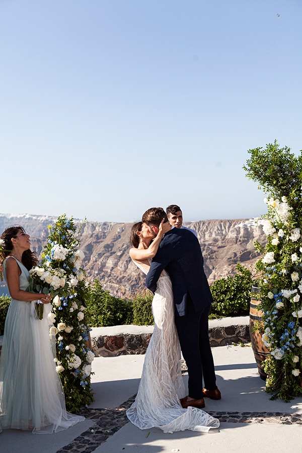 romantic-wedding-santorini-white-fresh-flowers-greenery_26