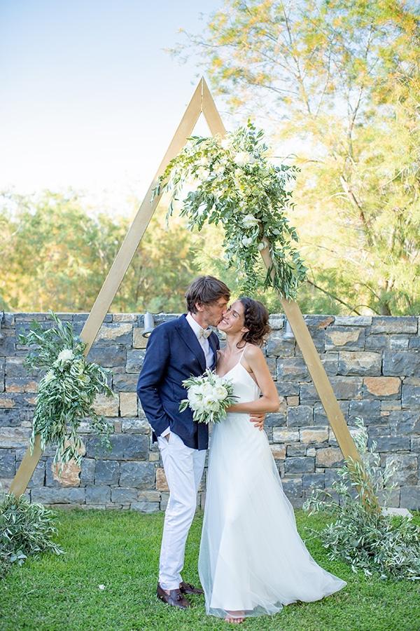 gorgeous-natural-wedding-athens-white-flowers_26