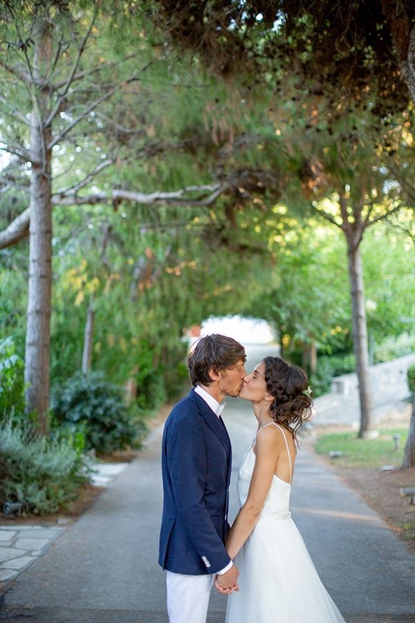 gorgeous-natural-wedding-athens-white-flowers_38