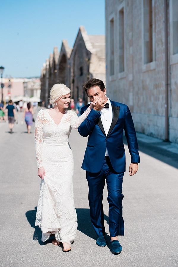 intimate-destination-elopement-crete-greenery-white-flowers_01