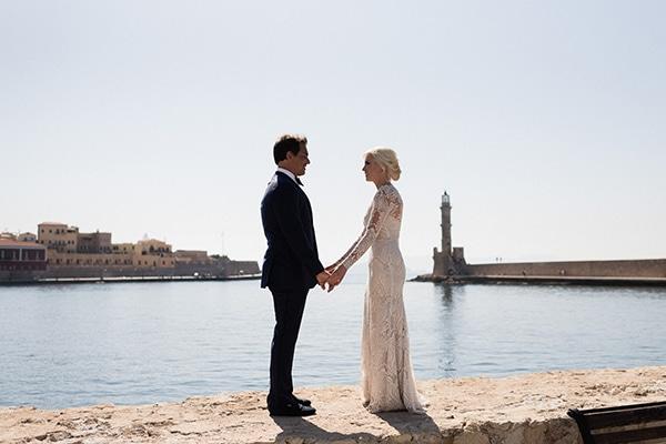 intimate-destination-elopement-crete-greenery-white-flowers_03