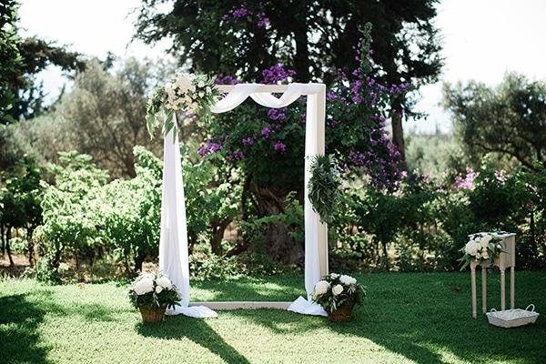 intimate-destination-elopement-crete-greenery-white-flowers_07