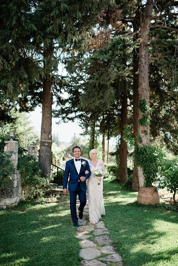 intimate-destination-elopement-crete-greenery-white-flowers_09