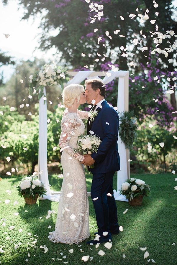 intimate-destination-elopement-crete-greenery-white-flowers_14