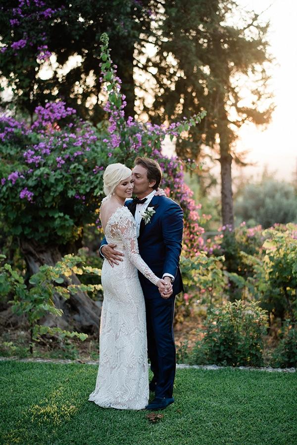 intimate-destination-elopement-crete-greenery-white-flowers_18