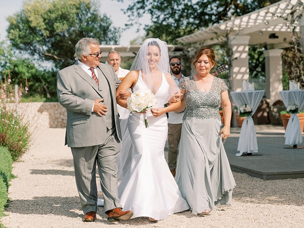 luxurious-wedding-kefalonia-neutral-color-hues_18