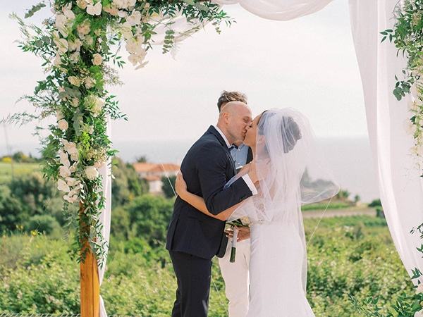 luxurious-wedding-kefalonia-neutral-color-hues_26