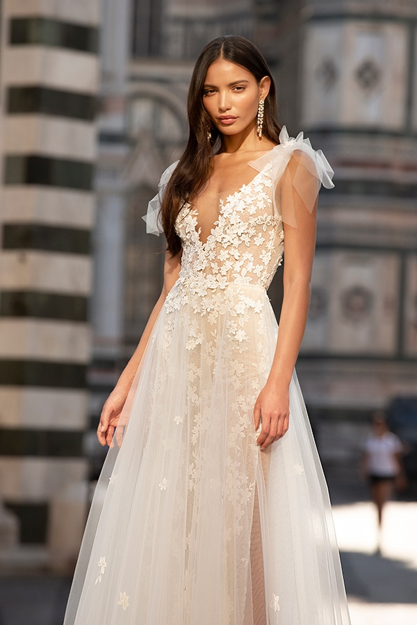 sophisticated-boho-chic-berta-wedding-gowns-muse-berta-fw-2020_02