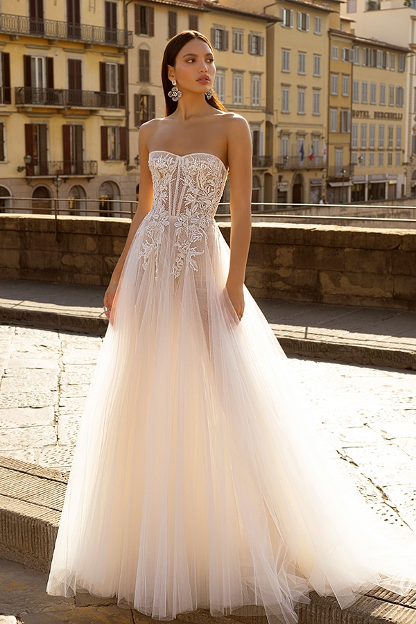 sophisticated-boho-chic-berta-wedding-gowns-muse-berta-fw-2020_03