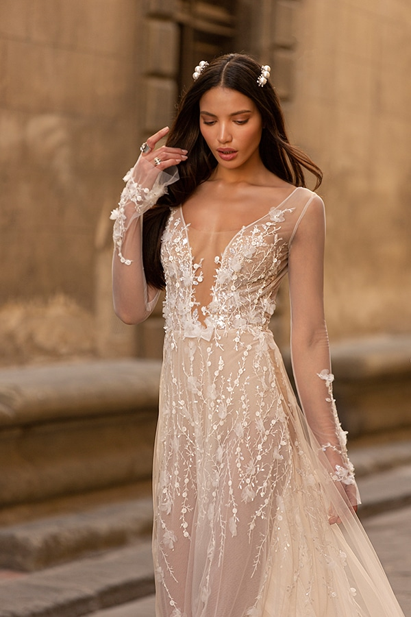 sophisticated-boho-chic-berta-wedding-gowns-muse-berta-fw-2020_07