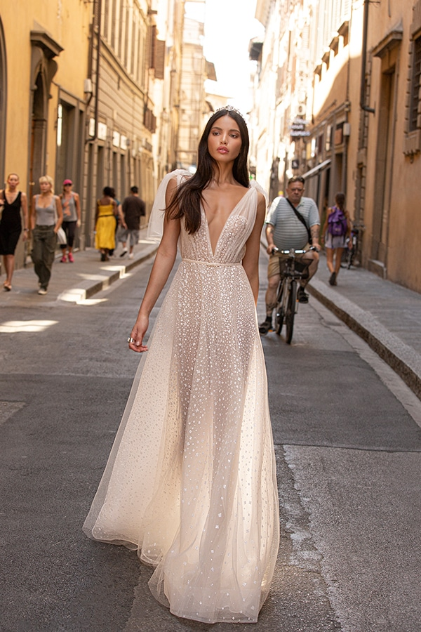 sophisticated-boho-chic-berta-wedding-gowns-muse-berta-fw-2020_13