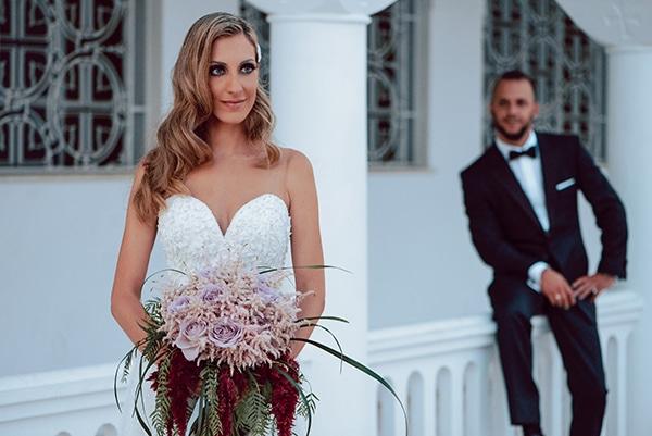 elegant-summer-wedding-athens-hanging-crystal-chandeliers-fresh-flowers_02