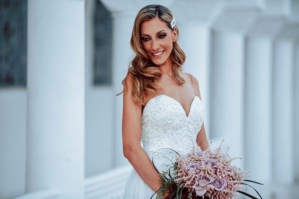 elegant-summer-wedding-athens-hanging-crystal-chandeliers-fresh-flowers_03