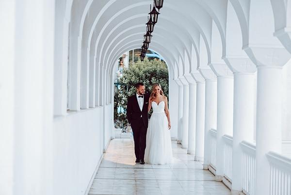 elegant-summer-wedding-athens-hanging-crystal-chandeliers-fresh-flowers_03x