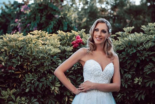 elegant-summer-wedding-athens-hanging-crystal-chandeliers-fresh-flowers_06x