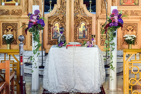 elegant-summer-wedding-athens-hanging-crystal-chandeliers-fresh-flowers_11