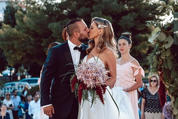 elegant-summer-wedding-athens-hanging-crystal-chandeliers-fresh-flowers_13
