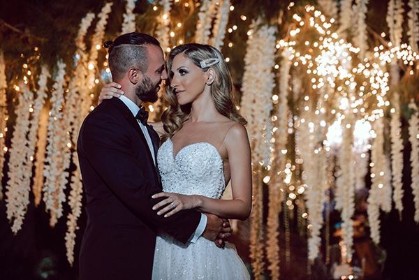 elegant-summer-wedding-athens-hanging-crystal-chandeliers-fresh-flowers_22