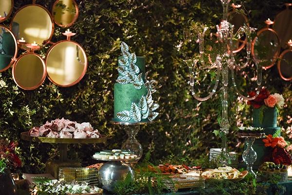 impressive-garden-wedding-decoration-atmospheric-lighting_11