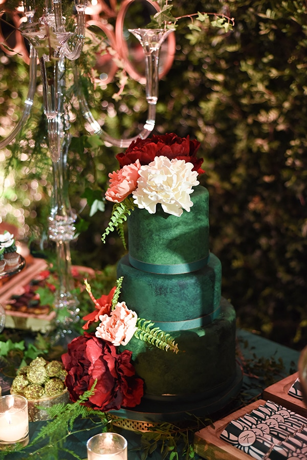 impressive-garden-wedding-decoration-atmospheric-lighting_16