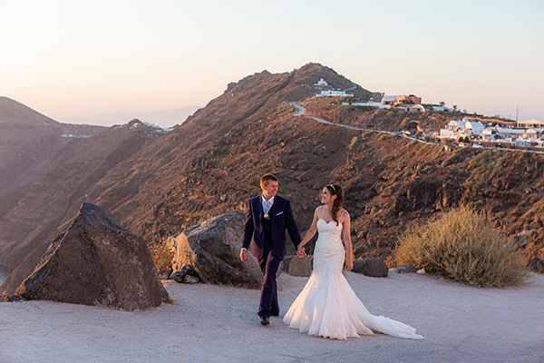 romantic-destination-wedding-santorini-bougainvillea_33