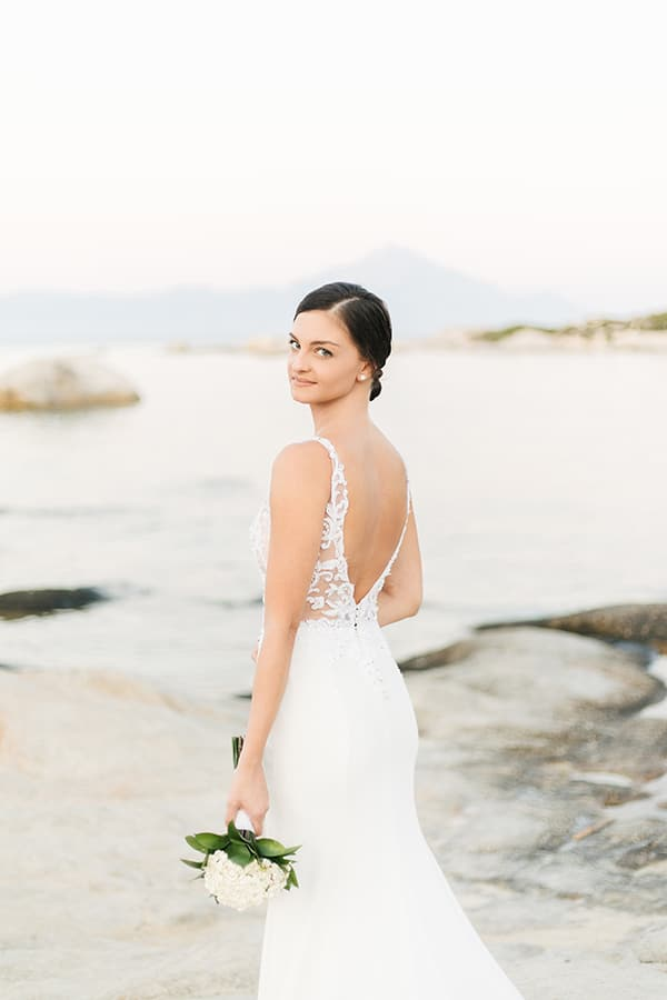romantic-fall-wedding-greece-white-hues_04