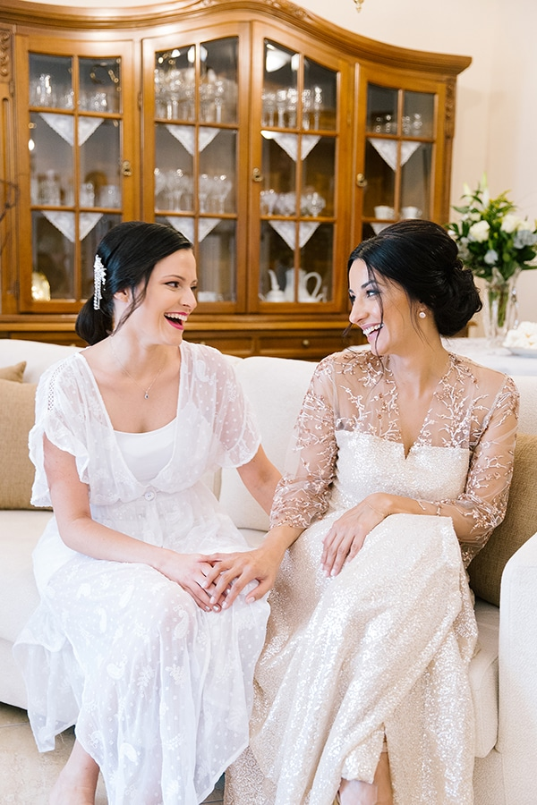 romantic-summer-wedding-bright-colours-edessa_05x
