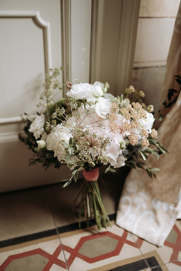 stylish-romantic-wedding-italy-wonderful-floral-arrangements_08