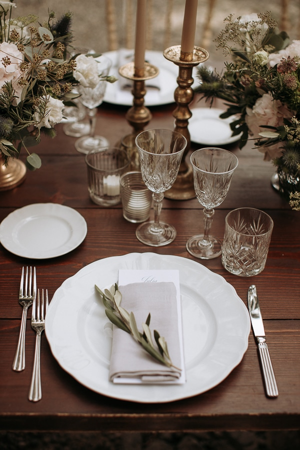 stylish-romantic-wedding-italy-wonderful-floral-arrangements_29