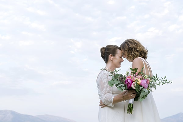 Beautiful destination wedding in Greece with bright colors│ Susan & Valerie