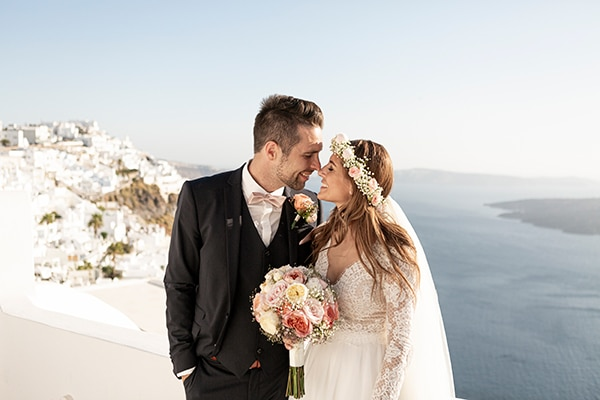 Beautiful wedding with pastel colours in Santorini ? Sofia & Martin
