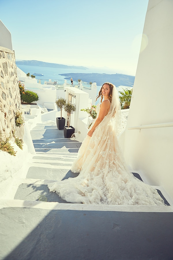 romantic-wedding-bohemian-elegant-touches-santorini_07