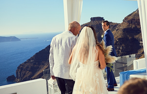 romantic-wedding-bohemian-elegant-touches-santorini_09