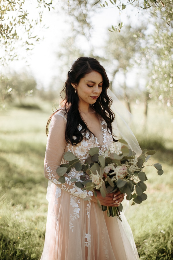 whimsical-intimate-wedding-tuscany-rustic-details_03z