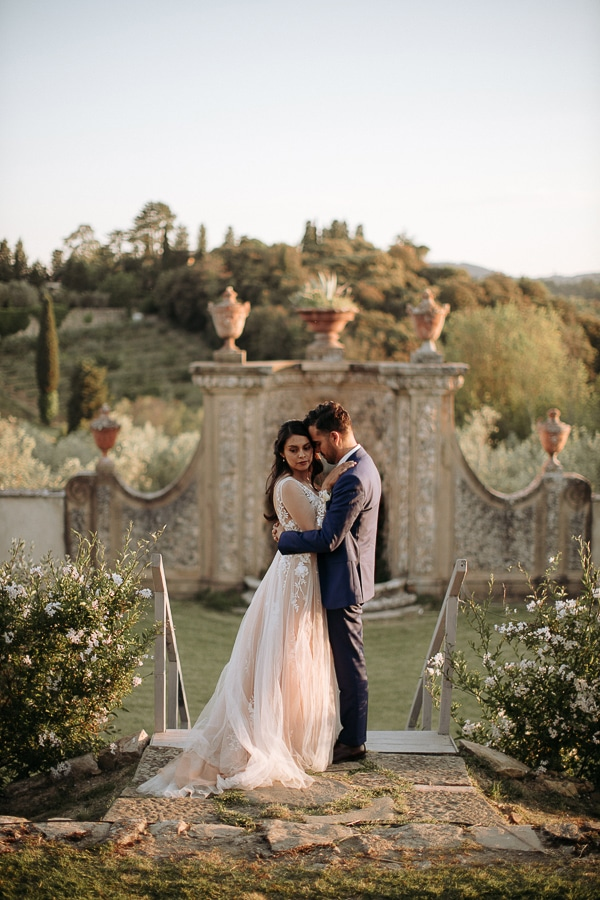 whimsical-intimate-wedding-tuscany-rustic-details_23