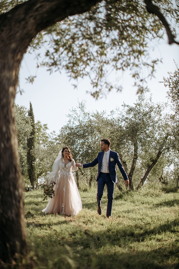 whimsical-intimate-wedding-tuscany-rustic-details_25