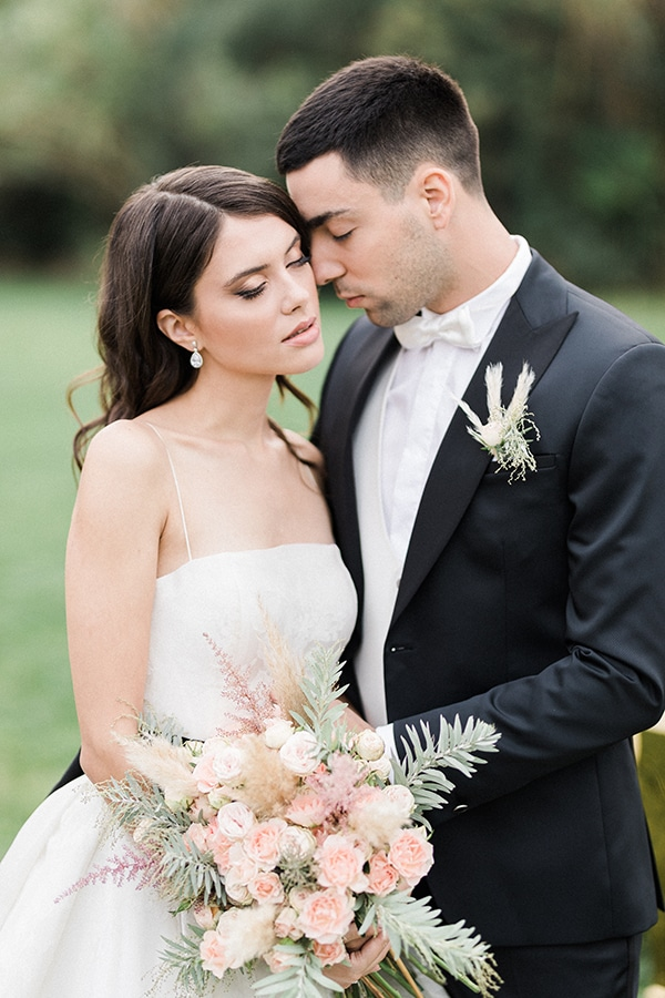 Elegant-wedding-ideas-pampas-black-details_02