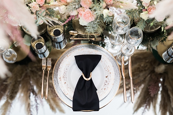 Elegant-wedding-ideas-pampas-black-details_18