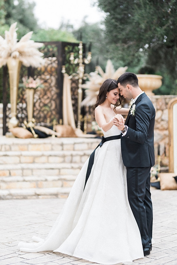Elegant-wedding-ideas-pampas-black-details_20