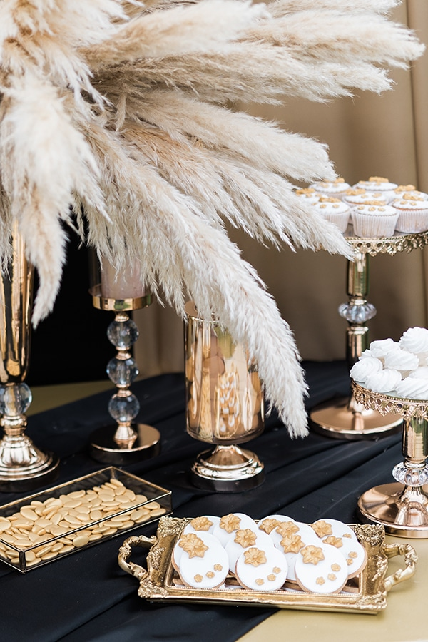 Elegant-wedding-ideas-pampas-black-details_26