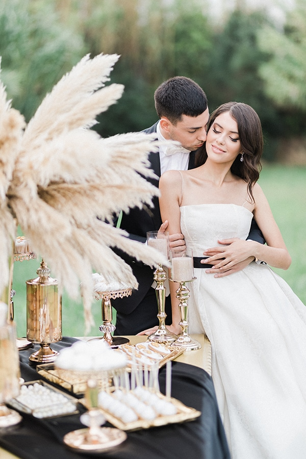 Elegant-wedding-ideas-pampas-black-details_27
