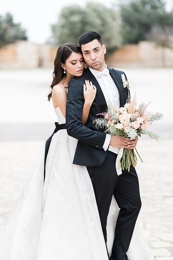 Elegant-wedding-ideas-pampas-black-details_28