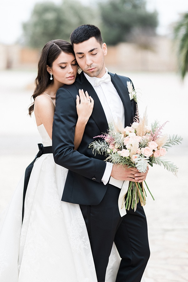 Elegant-wedding-ideas-pampas-black-details_29