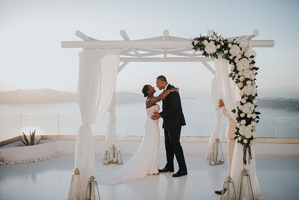 breathtaking-elopement-in-santorini_09