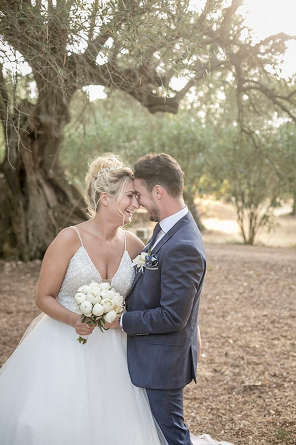 romantic-summer-wedding-wonderful-olive-grove-kefalonia-island_01x