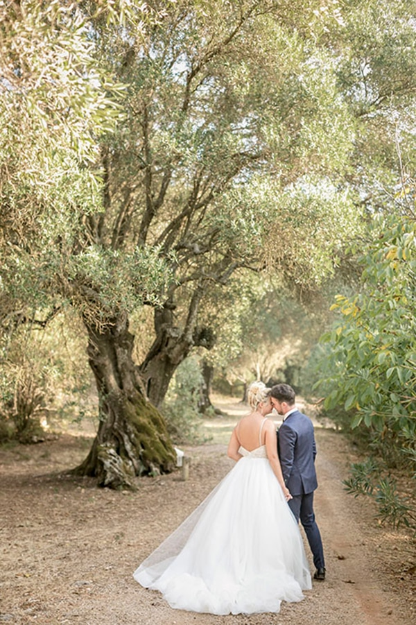 romantic-summer-wedding-wonderful-olive-grove-kefalonia-island_03